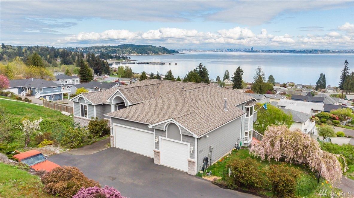 kitsap home with two master suites - manchester